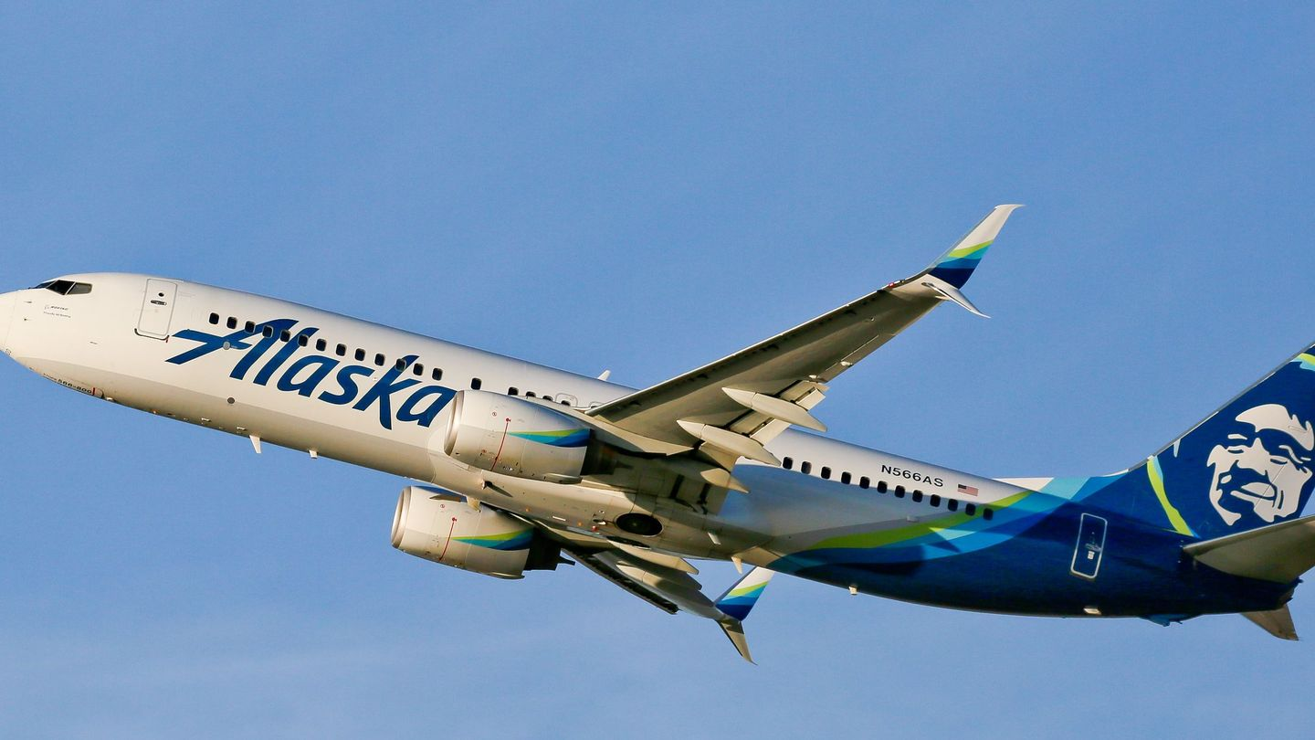 Naked passenger forces plane back to Anchorage