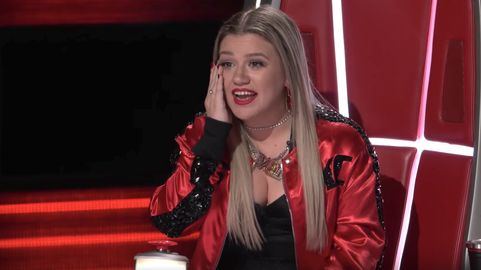 "Gay Couple Moves Kelly Clarkson to Tears During ""The Voice"