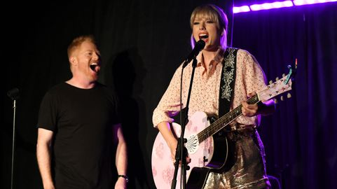 Taylor Swift Surprises Stonewall Inn With Special Pride Performance