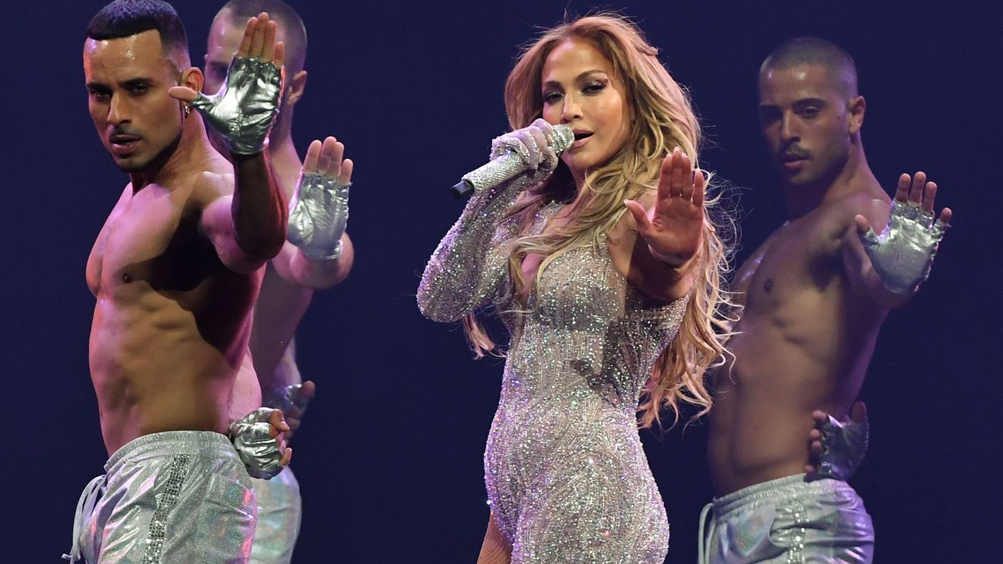 Jennifer Lopez Supports Gay Valedictorian Silenced By High School Newnownext
