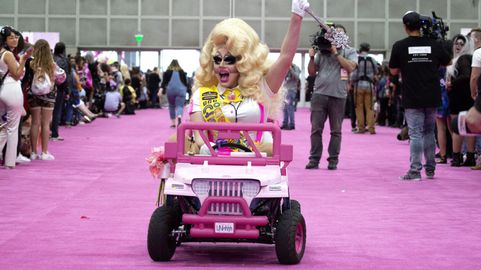 Resultado de imagem para Trixie Mattel driving