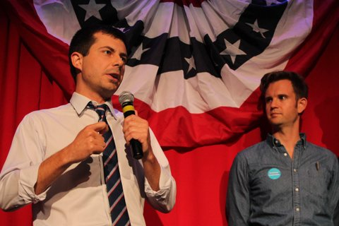 Sound Bend Indiana Mayor Peter Buttigieg talks about Republican Vice-presidential candidate Mike Pence in front of potential voters at a Hillary Clinton debate watching party for the LGBT community in Chicago, Illinois on September 26, 2016.  Buttigieg is stumping for Clinton as the first openly gay executive in the state of Indiana. / AFP / derek henkle        (Photo credit should read DEREK HENKLE/AFP/Getty Images)