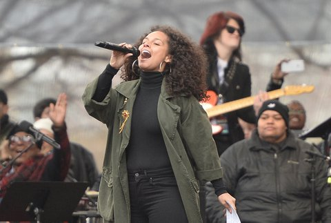 Singer Alicia Keys performs on the National Mall in Washington, DC, for the Women's March on January 21, 2017. Hundreds of thousands of protesters spearheaded by women's rights groups demonstrated across the US to send a defiant message to US President Donald Trump. / AFP / Andrew CABALLERO-REYNOLDS        (Photo credit should read ANDREW CABALLERO-REYNOLDS/AFP/Getty Images)