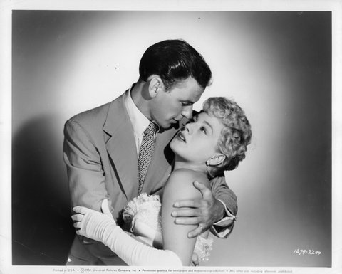 Frank Sinatra embraces Shelley Winters in a scene from the film 'Meet Danny Wilson', 1951. (Photo by Universal Pictures/Getty Images)