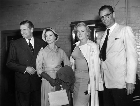 14th July 1956: American film star Marilyn Monroe (Norma Jean Mortenson or Norma Jean Baker, 1926 - 1962) with her husband Arthur Miller being greeted by Sir Laurence Olivier (1907 - 1989) and his wife Vivien Leigh (1913 - 1967) (Photo by Central Press/Getty Images)