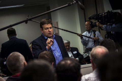 ALEXANDRIA, VA - DECEMBER 9: Political consultant and pollster Frank Luntz poses questions to a focus group of Donald Trump supporters as journalists observe though a one-way mirror behind him in Alexandria, Virginia Wednesday December 9, 2015. (Photo by J. Lawler Duggan/For The Washington Post via Getty Images)