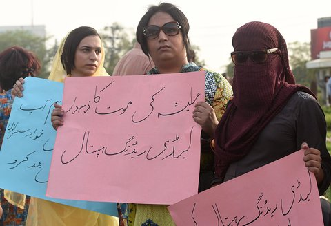 Pakistani eunuchs and their supporters protest in the wake of the killing of transgender female Alisha, in Lahore on May 28, 2016.  Alisha, who was shot eight times earlier this week allegedly by a disgruntled customer, succumbed to her wounds at Peshawar's Lady Reading Hospital on May 25. The 25-year-old's murder is the fifth reported case of violence against trans people in Khyber Pakhtunkhwa this year. / AFP / ARIF ALI        (Photo credit should read ARIF ALI/AFP/Getty Images)
