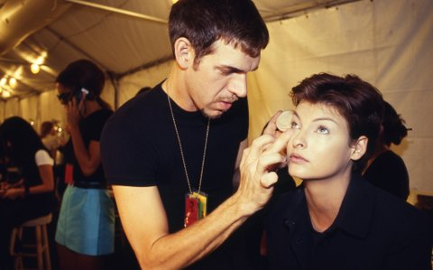 NEW YORK - NOVEMBER 2nd:  American make-up artist and photographer Kevyn Aucoin (1962 - 2002), left, applies make-up to  Canadian born supermodel Linda Evangelista, right, backstage at an Isaac Mizrahi fashion show on November 2, 1995 in New York City, New York. (Photo by Catherine McGann/Getty Images)