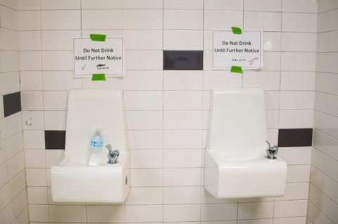 Placards posted above water fountains warn against drinking the water at Flint Northwestern High School in Flint, Michigan, May 4, 2016, where US President Barack Obama met with locals for a neighborhood roundtable on the drinking water crisis. / AFP / Jim Watson        (Photo credit should read JIM WATSON/AFP/Getty Images)