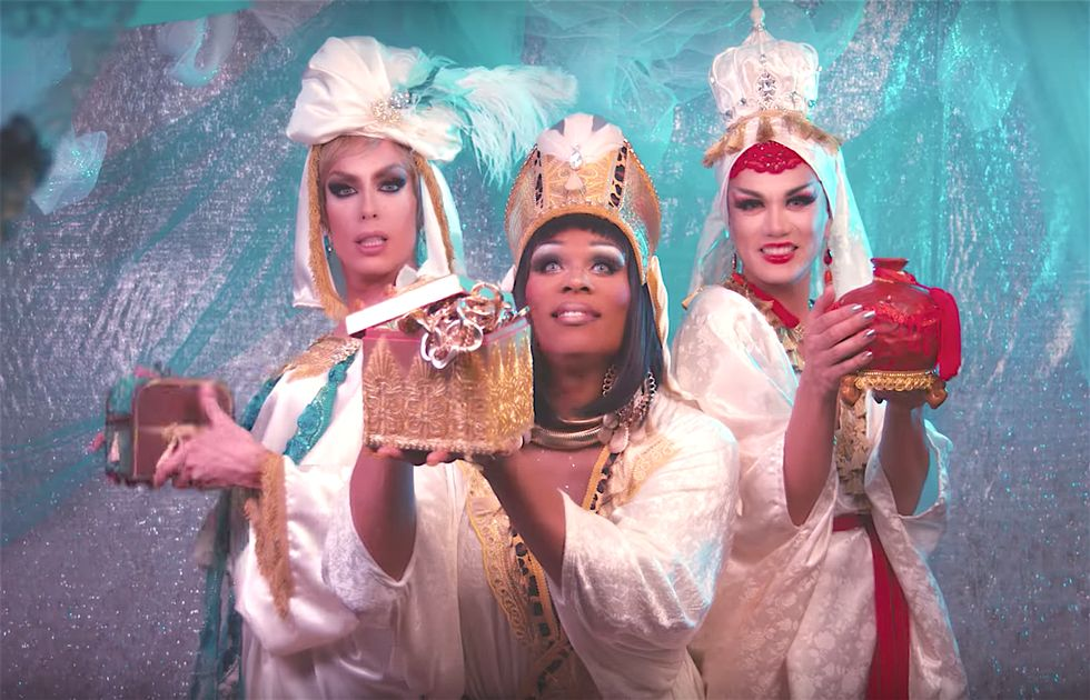 Alaska, Manila And Peppermint Come Bearing Gifts In \