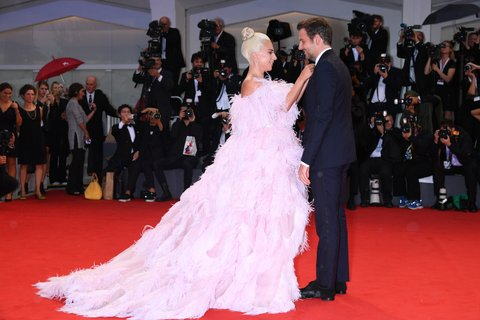 Lady Gaga Happily Became Bradley Cooper S Drag Mother On The Set Of