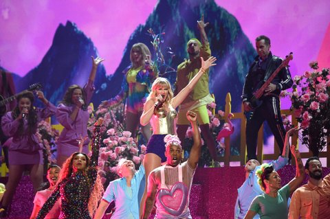 The 18 Gayest Moments From the 2019 MTV VMAs | NewNowNext