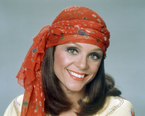 Publicity portrait of American actress Valerie Harper, 1975. She has a red patterned scarf around her head.