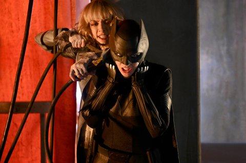 (L-R): Rachel Skarsten as Alice and Ruby Rose as Kate Kane/Batwoman.